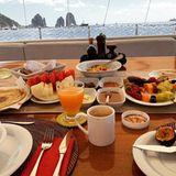 So sieht Heidis und Toms Flitterwochen-Frühstück aus - ungetrübten Meerblick inklusive.