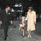 Prinz Claus und Prinzessin Beatrix bringen den aufgeregten Willem Alexanderim August 1973 zu seinem ersten Schultag in Montessori-Schule.
