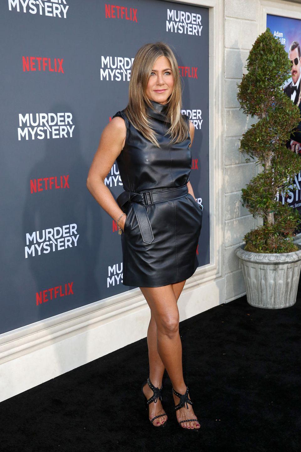 Auf dem roten Teppich gehört Schauspielerin Jennifer Aniston immer zu den am besten angezogenenFrauen. Doch in ihrem Körper fühlt sich die1,64 Meter große Schauspielerin so richtig wohl, wenn sie 49 bis 51 kg wiegt. Davon sei sie derzeit noch fünf Pfund entfernt.