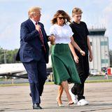 Frisch erholt kehren Melania und Donald Trump mit Sohn Barron aus dem Urlaub zurück. Zehn Tage verbrachte die Familie in Trumps Golf Club in New Jersey. Eine Auszeit, die First Lady Melania offensichtlich gut tat. Sie zeigt sich in einem für sie doch recht ungewöhnlichen Look ...