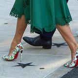 Diese High-Heels sind der absolute Hingucker: Melania Trump trägt weiße Louboutins mit floralem Muster und der ikonischen roten Sohle.