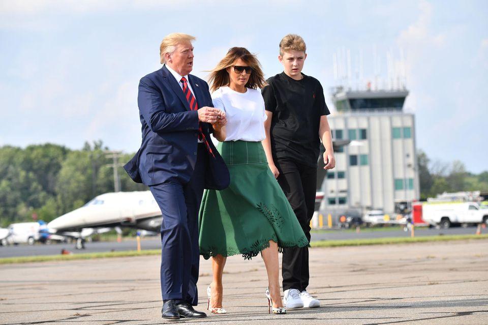 Donald, Melania und Barron Trump am 18. August nahe Washington