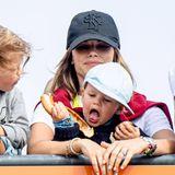 17. August 2019  Bei so aufregenden Veranstaltungen bleibt es natürlich nicht aus, dass auch kleine Prinzen großen Hunger bekommen. Und Gabriel haut mit seiner Zimtschnecke ordentlich rein.