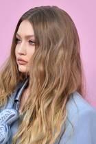 Babylights: Gigi Hadid mit offenen Haaren