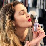 Natürlich schön : Drew Barrymore ist ganz verliebt in ihre eigene Beauty-Linie namens Flower Beauty. All ihre Produkte sind tierversuchsfrei.