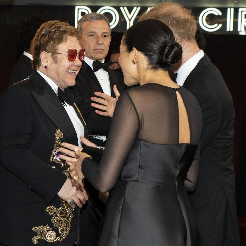 Elton John verteidigt ihre Luxus-Reisen im Privatjet