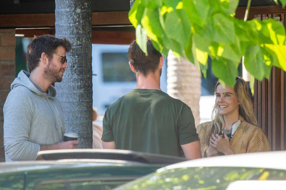 Liam Hemsworth, Chris Hemsworth, Isabel Lucas