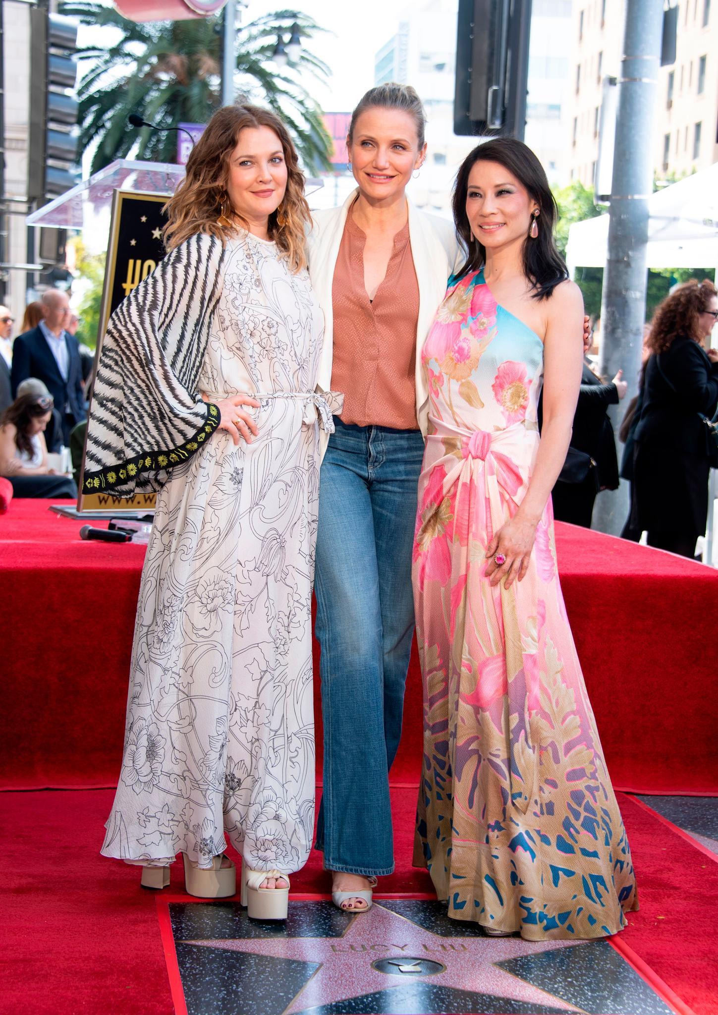 """Seltener Auftritt: Im Mai wurden Diaz und ihre """"3 Engel für Charlie""""- Kolleginnen Drew Barrymore, 44, (l.) und Lucy Liu, 50, mit einem Stern auf dem Walk Of Fame geehrt"""
