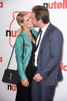 """21. August 2019  Tomaso Trussardi begleitet seine Frau Michelle Hunziker zur Eröffnung des """"Nutella Pop-up-Cafés"""" in Hamburg. Bei dem Event zeigt sich das Paar verliebt wie am ersten Tag."""