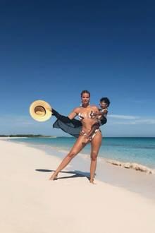 21. August 2019  KhloéKardashian, mit Baby Trueauf dem Arm, sendet Grüße aus dem Paradies. An diesem traumhaften Bahamas-Strand urlauben sie undSchwester Kim mit ihren Familien.
