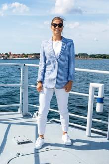 Denn auf dem Schiffwechselt Kronzprinzessin Victoria Pumps gegen bequeme Sneaker.