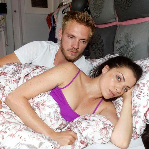 GZSZ: Paul (Niklas Osterloh) und Emily (Anne Menden) haben Stress.