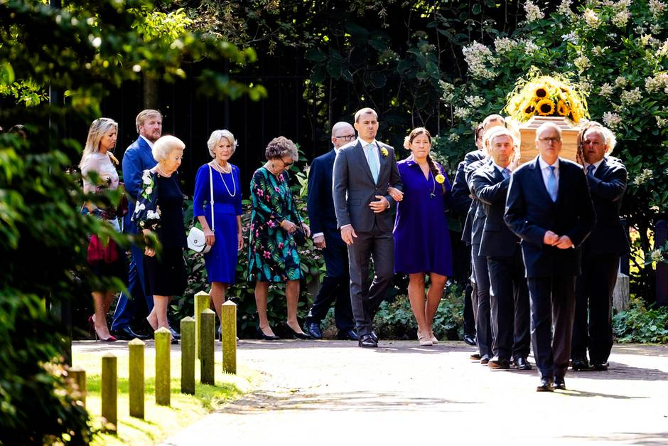 Königin Máxima, König Willem Alexander,Prinzessin Margriet, Prinzessin Irene,Dr. Pieter van VollenhovenNicolas Daniel Mauricio Guillermo undEva Prinz-Valdesbeim Trauermarsch für Prinzessin Christina der Niederlande.