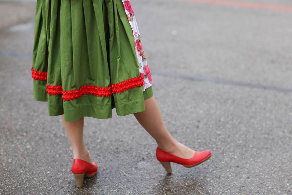 Welche Schuhe zum Dirndl: Styling Tipps für die Wiesn |