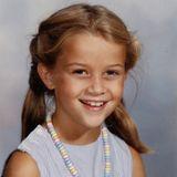 Reese Witherspoon  Einfach zum Anbeißen! Passendzum zuckersüßen Lächeln trägt die kleine Reese eine Nasch-Kette zum Schulanfang. Perfekt um sich Freunde zu machen.