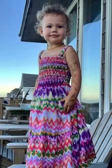"""George Virginia, dieeinjährige Tochter von Jeffrey Dean Morgan trägt nicht nur einen ungewöhnlichen Namen, sondern istmit ihren selbstgemalten """"Tattoos"""" auch noch niedlicher als sowieso schon. Und der Papa, selbst Tattoo-Fan, ist mächtig stolz."""