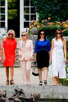 Akie Abe (First Lady von Japan),Malgorzata Tusk (Frau des Europapräsidenten),Jenny Morrison (First Lady von Australien), Brigitte Macron (First Lady von Frankreich),Cecilia Morel (First Lady von Chile),Adele Malpass (Frau des Weltbank-Präsidenten) + Melania Trump (First Lady der USA)