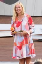 Andrea Kiewel: Andrea Kiewel im rot-weißen Kleid