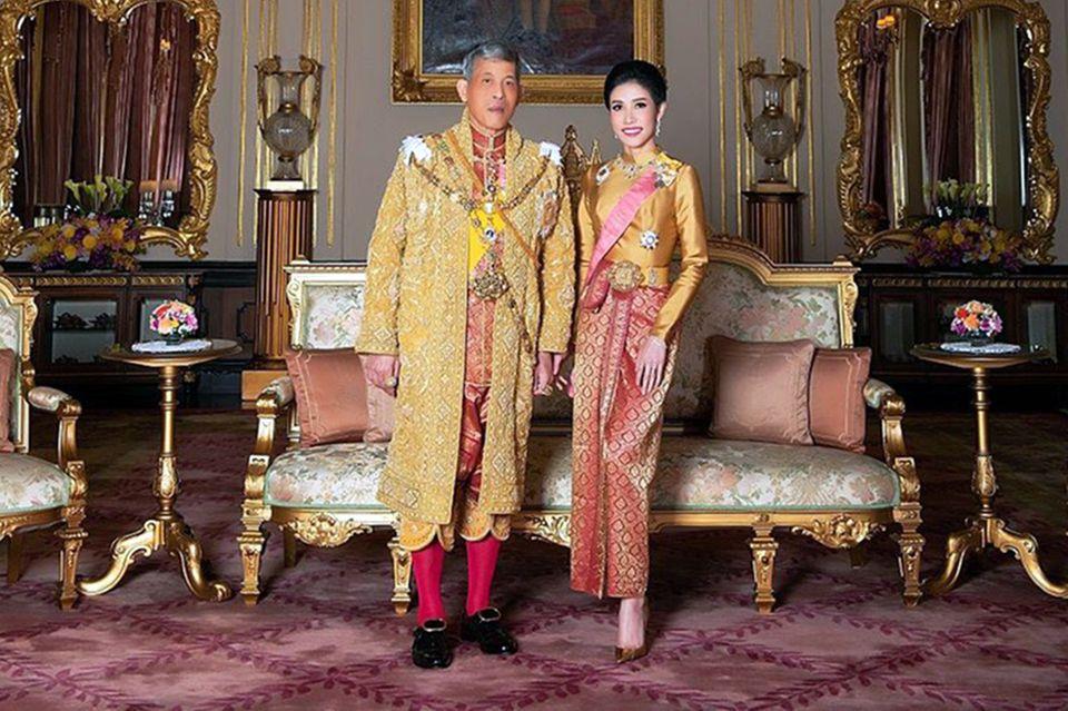 König MahaVajiralongkorn undSineenat Wongvajirapakdi