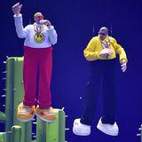 J Balvin und Bad Bunny bleiben an diesem Abend mit ihrer skurrilen Bühnenshow in Erinnerung.