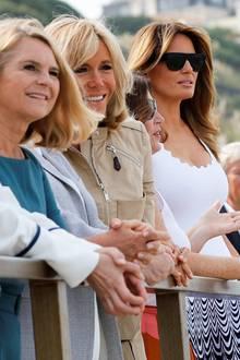 Am dritten und letzten Tag des G7 Gipfels in Biarritz geht es an den Strand. Die First Ladys schauen sich eineSurf-Class an und setzen alle auf sommerliche Looks. Die sonst so modebewusste Melania Trump setzt jedoch auf einen eher unvorteilhaften Look.
