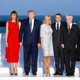 Fashion-Looks: Bei einer Abendveranstaltung im Rahmen des G7-Gipfels überstrahlt Brigitte Macron mit ihrem funkelnden Kleid von Louis Vuitton alle. Auch Melania Trump sieht in ihrem roten Alexander McQueen Kleid hinreizend aus - doch gegen Brigitte hat sie keine Chance.
