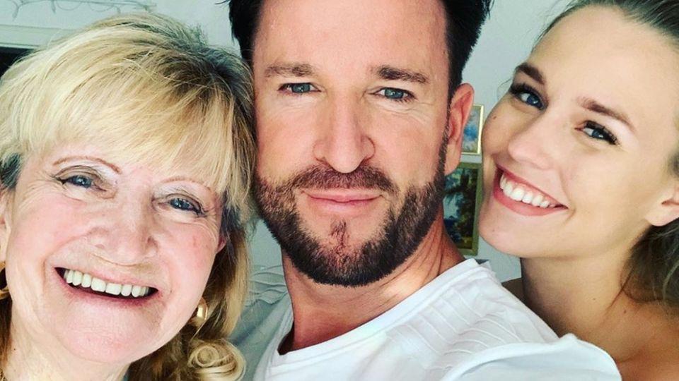 Michael Wendler mit seiner Mutter und Freundin Laura