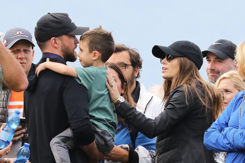28. August 2019  Und Silas, der während des Schweiz-Aufenthalts sogarschonGolfstunden bekommt, hat für Papa Justin eine dicke Umarmung parat.
