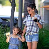 29. August 2019  Mila Kunis und ihre bestens gelaunte Tochter Wyatt gönnen sich beim Bummel durch Beverly Hills einen kleinen Snack. Das könnten sie ruhig öfter machen, Familie Kunis-Kutcher sieht man viel zu selten.