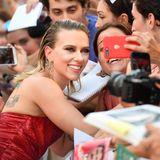 Hollywood hautnah: Megastar Scarlett Johansson macht Selfie-Träume wahr.