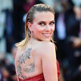 """Scarlett Johansson erscheint strahlend zur Premiere ihres Films """"Marriage Story"""", in dem sie die weibliche Hauptrolle spielt."""