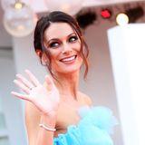 Schön im Prinzessinnen-Look bezaubertInfluencerin Paola Turani die Kameras.