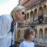 3. Dezember 2010  In Jordanien staunt die kleine Prinzessin mit ihrer Mutter Mette-Marit über alte Kulturstätten.