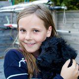 6. August 2013  Liebe auf den ersten Blick:Prinzessin Ingrid Alexandra knuddelt mit ihrem Labradoodle Milly Kakao.