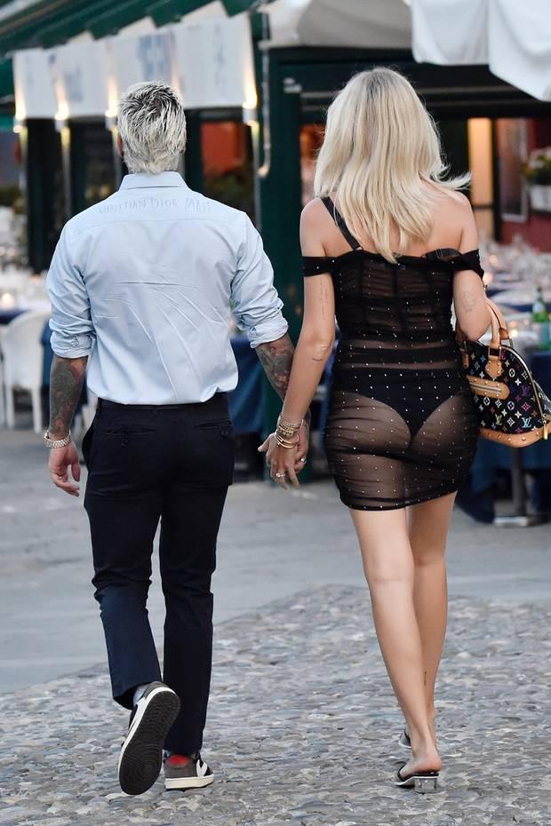 Huch, welche Promi-Dame zieht denn hier die Aufmerksamkeit mit ihrem Hintern auf sich?
