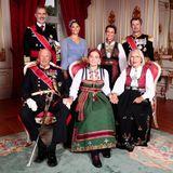 31. August 2019  Auch ihr Patenonkel König Felipe und Patentante Prinzessin Victoriasowie Prinzessin Märtha Louise, Prinz Frederik, König Harald und Marit Tjessemdürfen an der Seite der jungen Prinzessin von Norwegen nicht fehlen.
