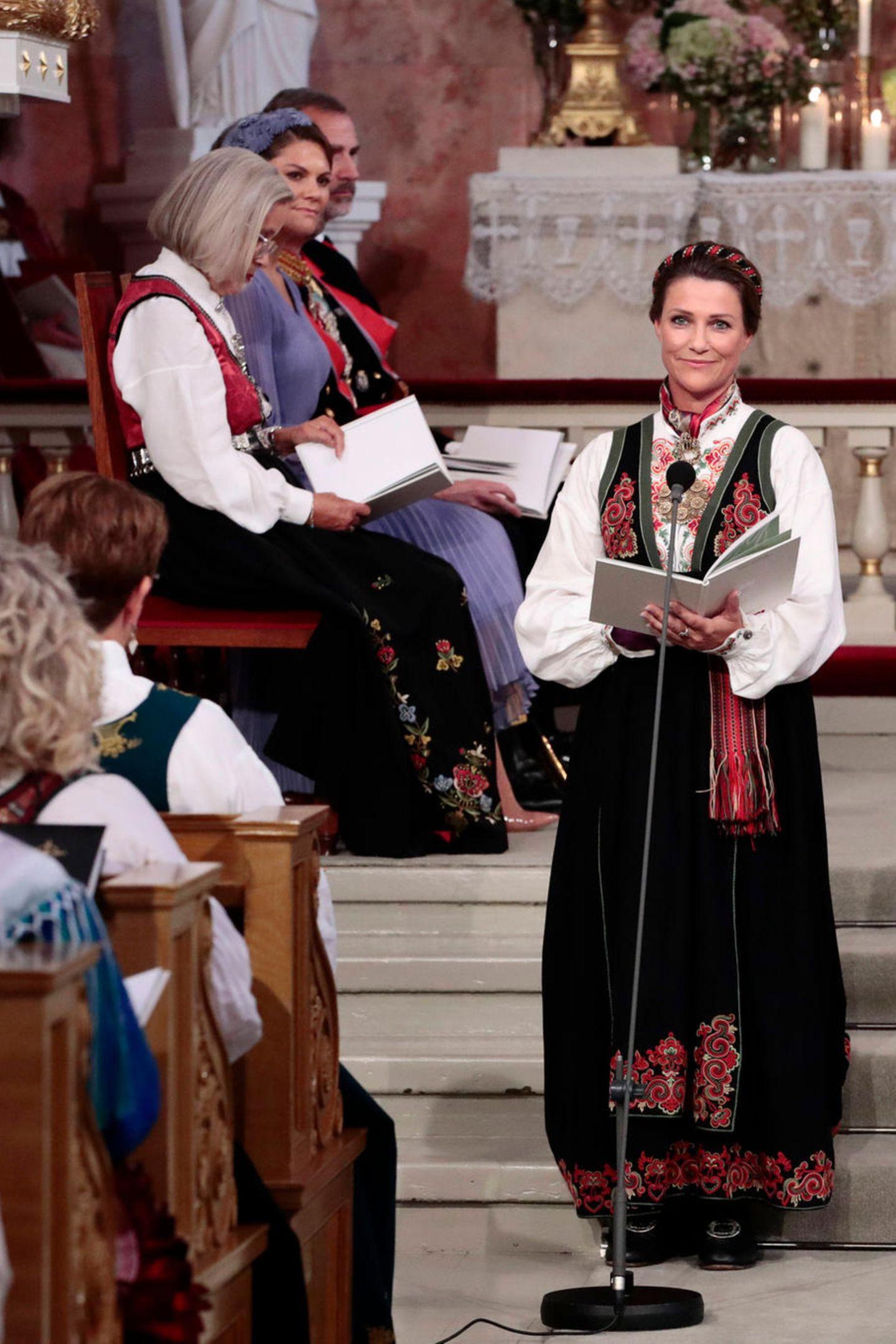 Prinzessin Märtha Louise, Ingrid Alexandras Tante und Taufpatin, hält eine Rede.