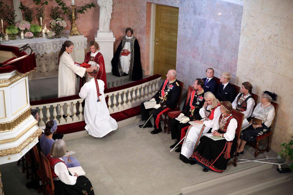 Die stolze Mutter Prinzessin Mette-Marit muss in diesem bedeutsamen Moment ein paar Tränen vergießen.