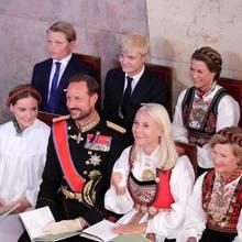 Die Stimmung in der Osloer Schlosskapelle wirkt gelöst.