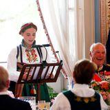 An dem Essen nehmen 159 Personen teil, wie der Hof bekannt gibt. Zum Abschluss wendet sich Prinzessin Ingrid Alexandra selbst mit Dankesworten an ihre Gäste.