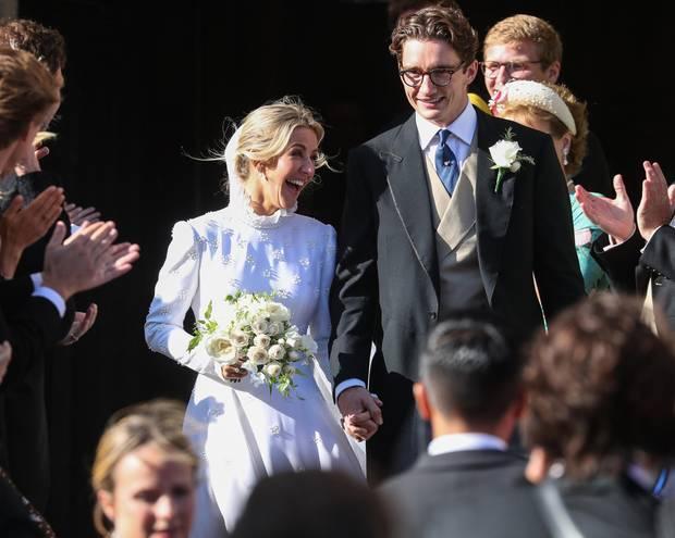 31. August 2019  Ellie Goulding und Caspar Jopling haben sich in der mittelalterlichen Kathedrale von York das Jawort gegeben. Der Popstar und der Kunsthändler sind seit zwei Jahren liiert. Auch die Gästeliste konnte sich sehen lassen.