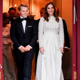 Zum feierlichen Abschluss der Konfirmation versammelnsich die Gäste sowie die norwegische Königsfamilie zum Abendessen auf Gut Skaugum.