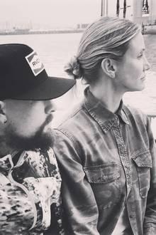 """30. August 2019  Mit diesem Foto gratuliert Benji Madden seiner Frau auf Instagram zum Geburtstag. Zu der Schwarz-Weiß-Paaraufnahme schreibt der Musiker: """"Herzlichen Glückwunsch an meine wunderschöne Frau, du verdienst alles Gute, das das Universum zu geben hat, ich bin für immer dein, auf viele weitere Jahre, Baby""""."""