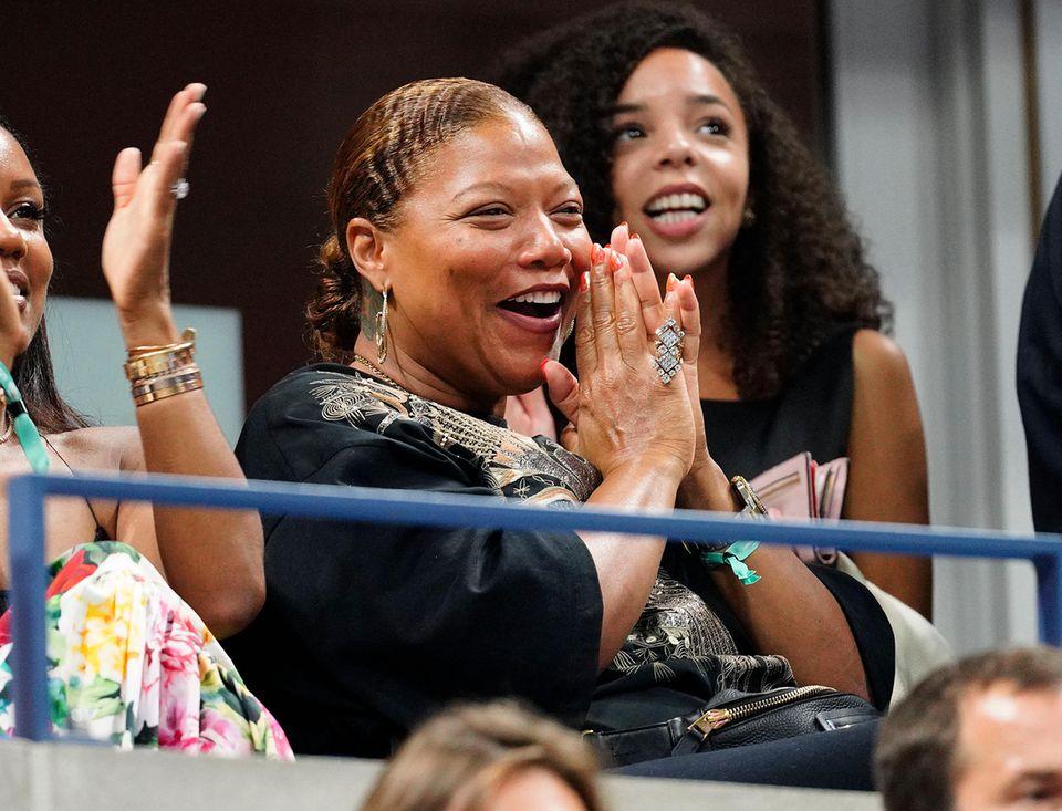 Queen Latifah hingegen ist auf der Zuschauertribüne bester Laune.