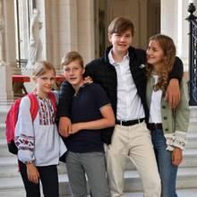 2. September 2019  In Belgien beginnt nach den Sommerferien heute wieder die Schule, und auch der königliche Nachwuchs muss wieder die Schulbank drücken. Die gute Laune auf dem offiziellen Foto hält bei Prinzessin Eleonore, Prinz Emmanuel, Prinz GabrielundPrinzessin Elisabeth hoffentlich an.