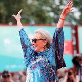 """Lässig wie immer jubelt Oscar-Preisträgerin Meryl Streep derFilmvorführung von """"The Laundromat"""" entgegen."""