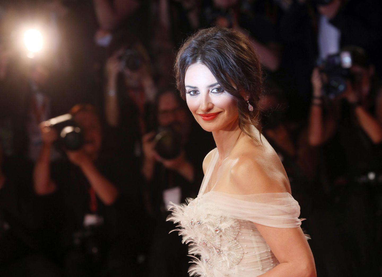 Hollywood-Glamour in Venedig: Strahlend schön zeigt sich Penélope Cruz auf dem roten Teppich.