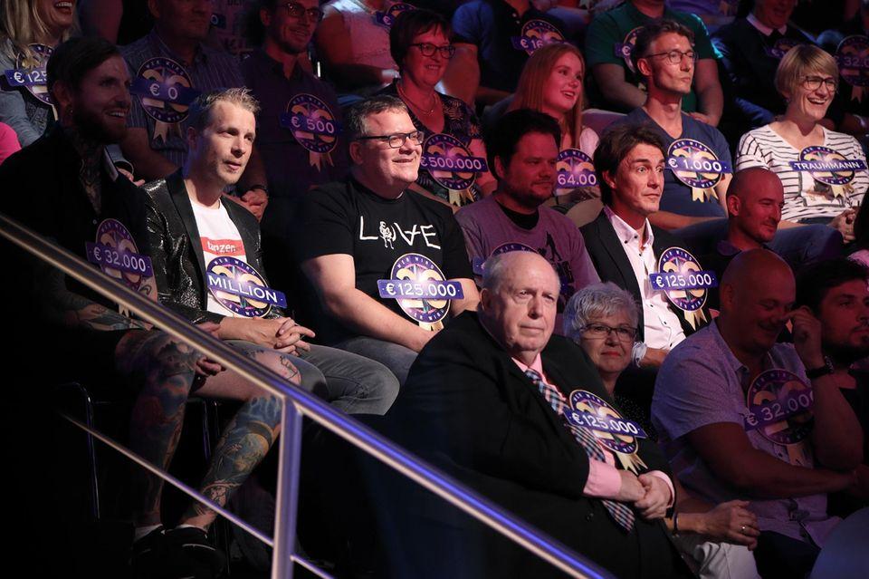 """""""Wer wird Millionär?"""" mit prominenten Gästen. Unter anderem Oliver Pocher, Elton, Reiner Calmund und Matze Knop (v.l.n.r.) wollten sich die Show nicht entgehen lassen"""