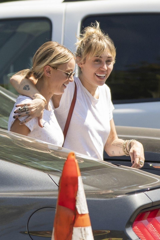 Miley Cyrus undKaitlynn Carter