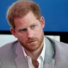 Prinz Harry äußert am 3. September in Amsterdam über Negativ-Schlagzeilen über sich und Herzogin Meghan.